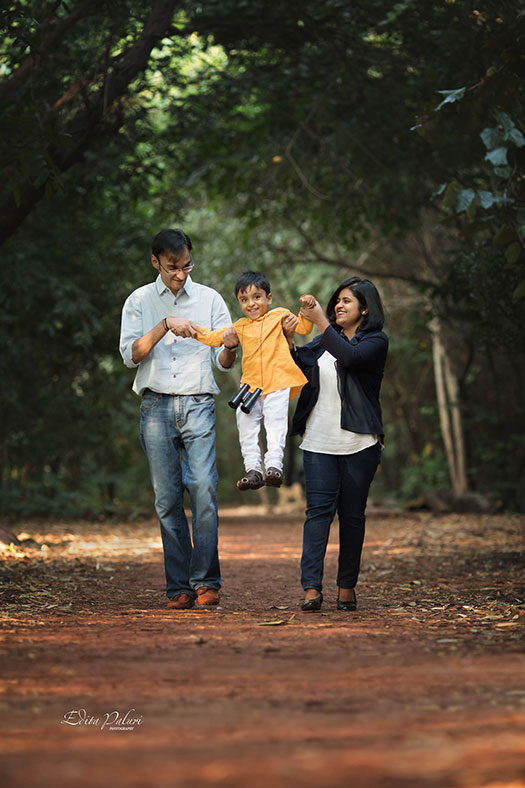 family photo shoot near Pashal lake in Pune