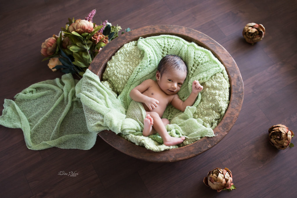 Awake 2 weeks indian newborn in basket, Pune