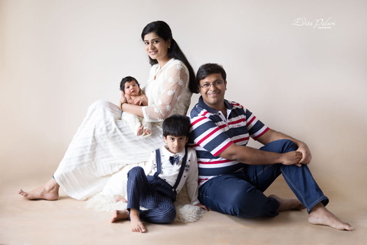 newborn and big brother family photo shoot Pune