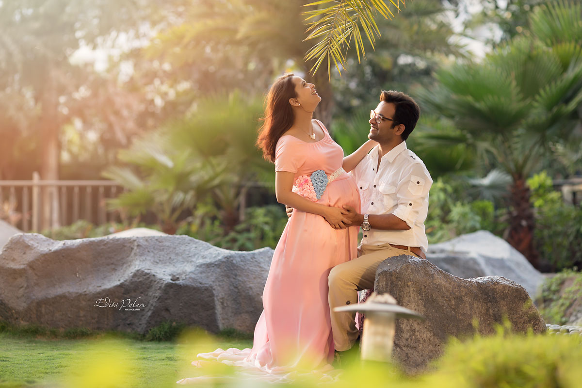 Pregnancy pictures happy laughing couple in Pune
