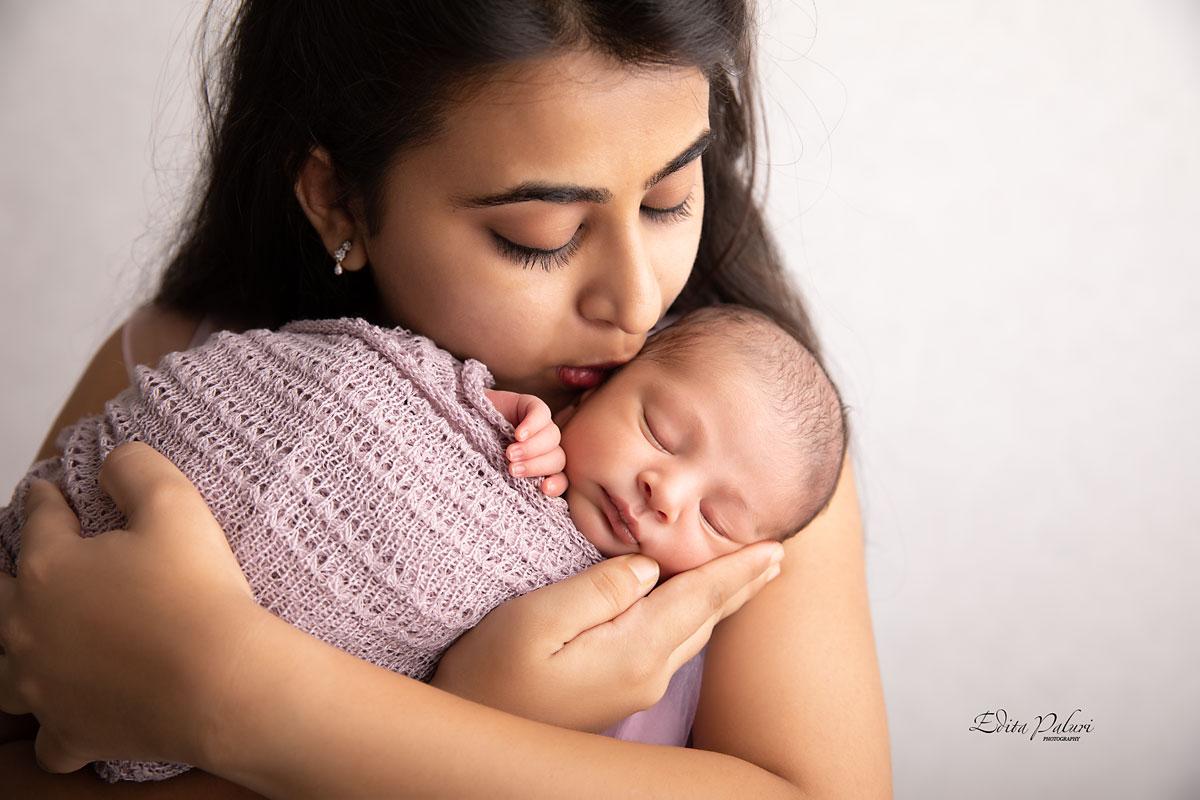 mother and newborn baby photo Pune