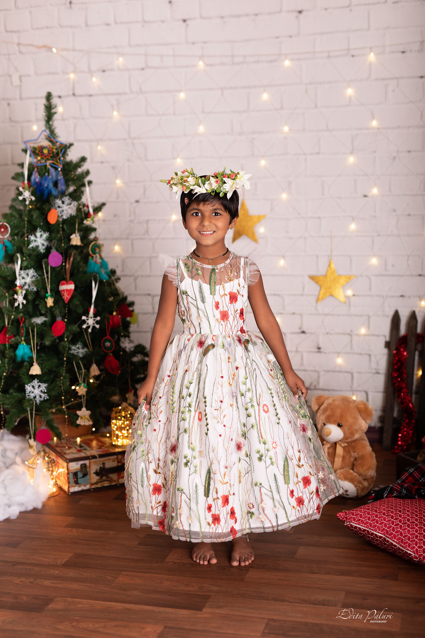 girl photo shoot Christmas Pune