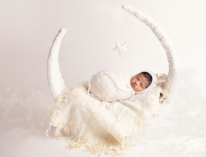 About Edita Newborn photographer baby on moon