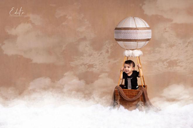 Hot air baloon 1st birthday photoshoot ideas in Pune photo studio