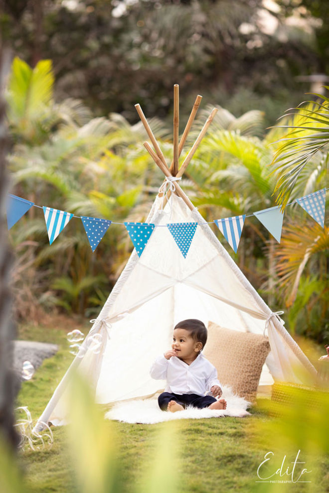 Baby in white tent with blue baner outdoor photo shoot in Pune