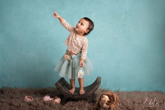Toddler girl pointing to the stars photo session at studio in Pune