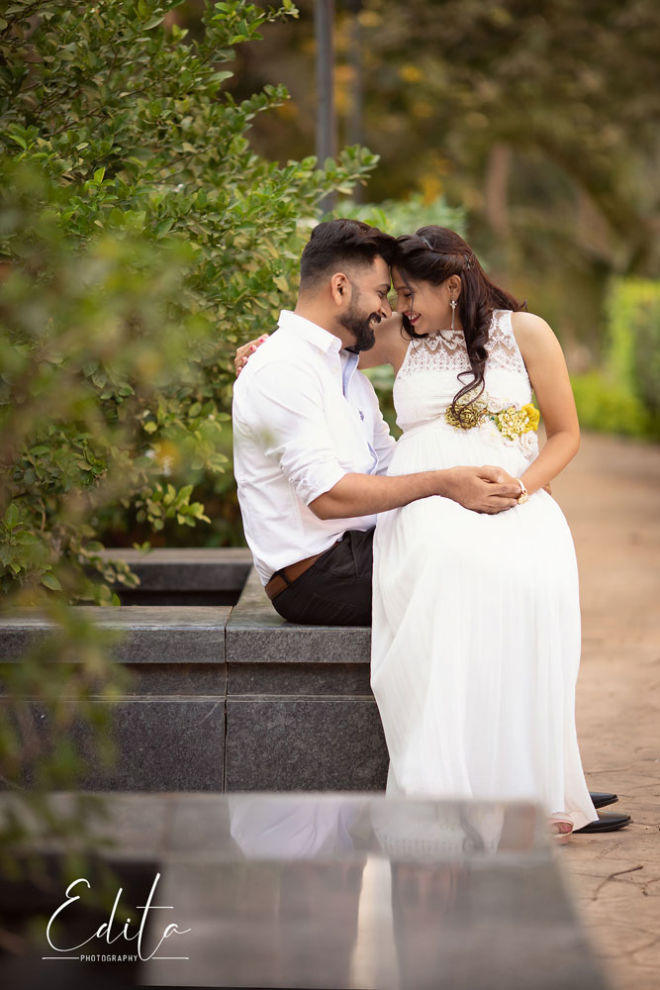 outdoor maternity photos in Pune