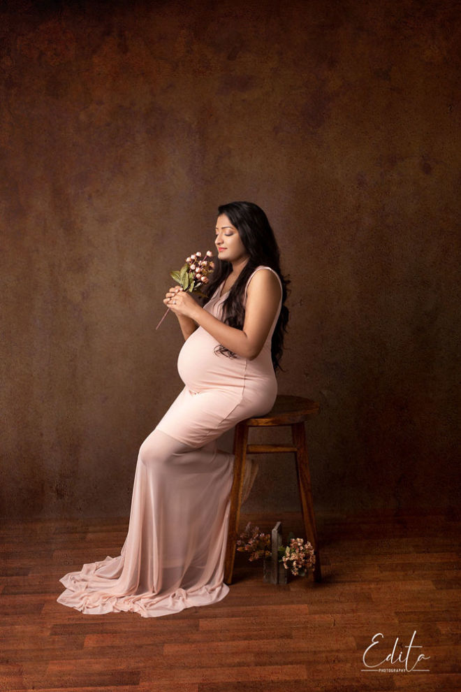 Maternity fine art photo shoot in pink peachy outfit