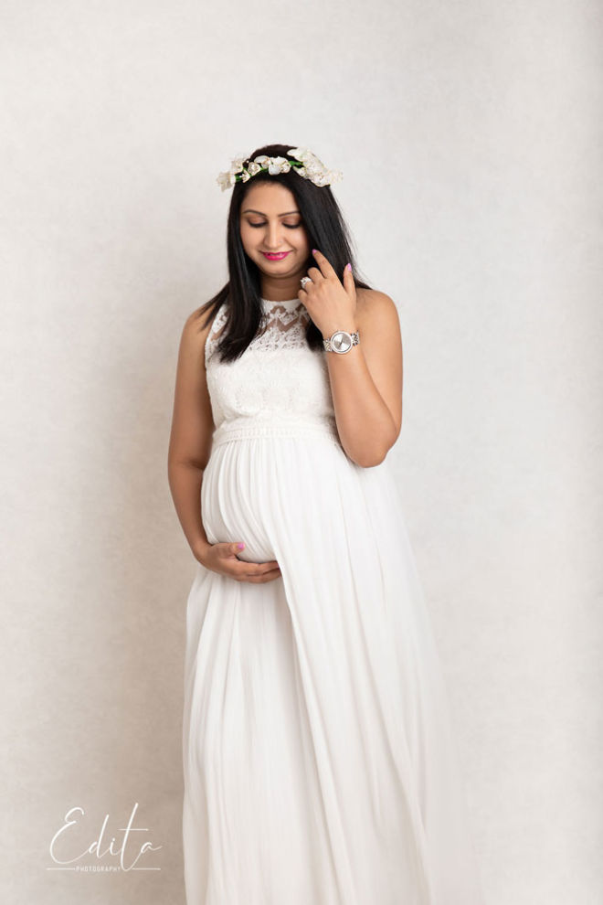Maternity poses for mom – front view - Pune, India