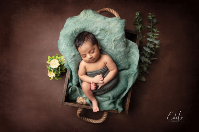 Newborn baby photo shoot in Pune in green and brown setup