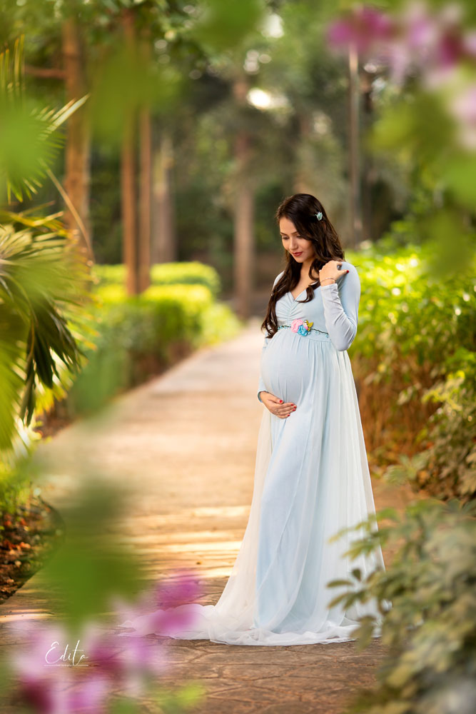 Maternity photography in Pune garden