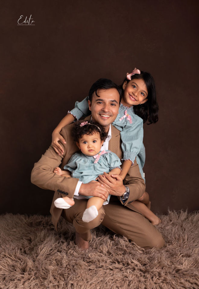 Indian father with 2 daughter photo in Pune