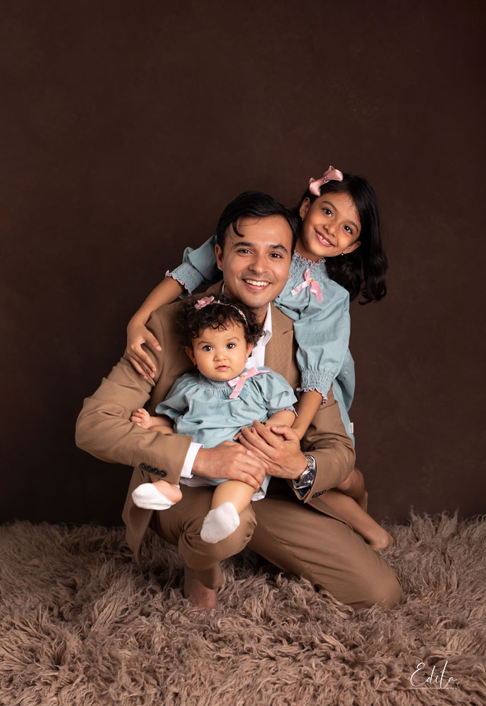 Father with 2 daughters photo in Pune