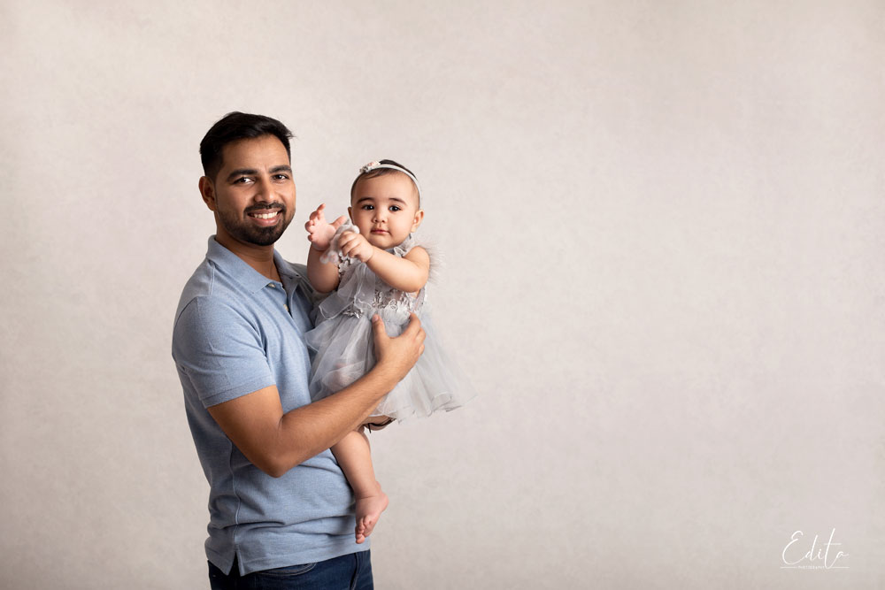 Father and 1 year old baby daughter photo in Mumbai