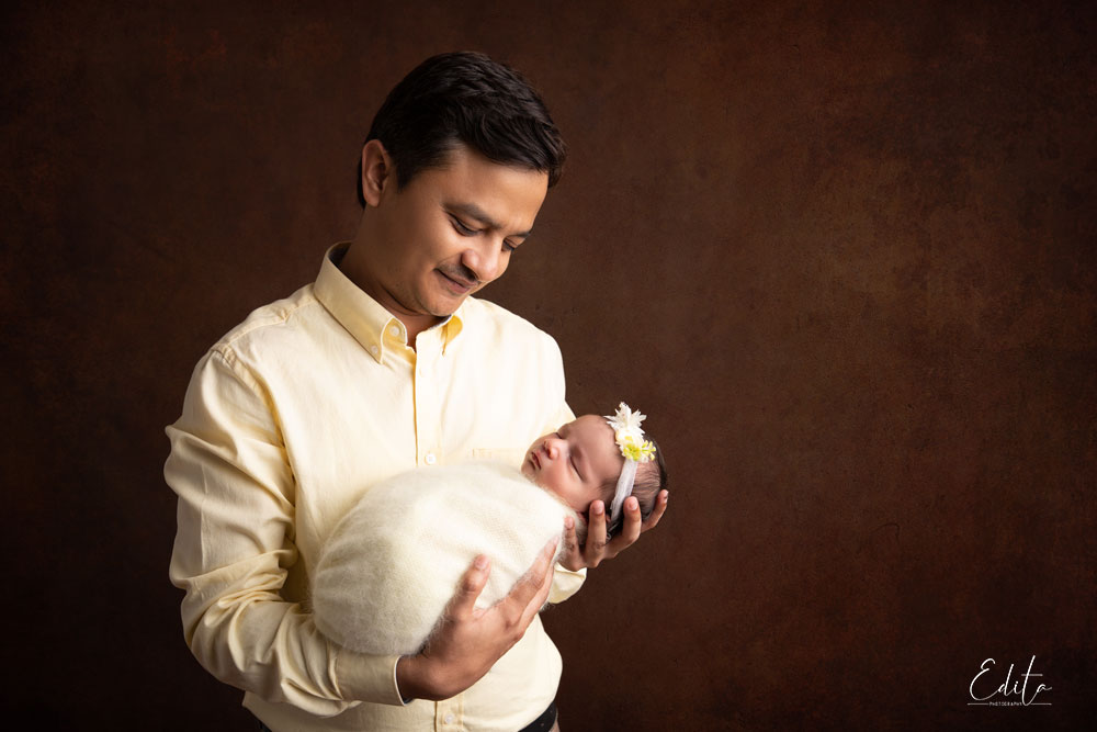 Dad and newborn baby girl photo shoot in Pune