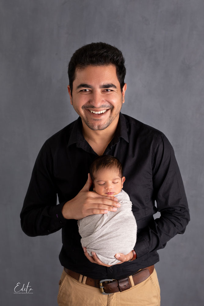 Father and newborn baby photo shoot in Pune