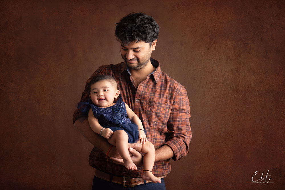 Dad and daughter, 9 month baby photography in Pune