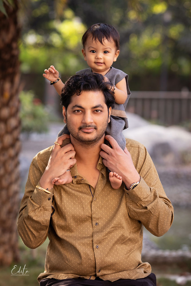 Baby boy is siting on father's shoulders, photo shoot in Pune