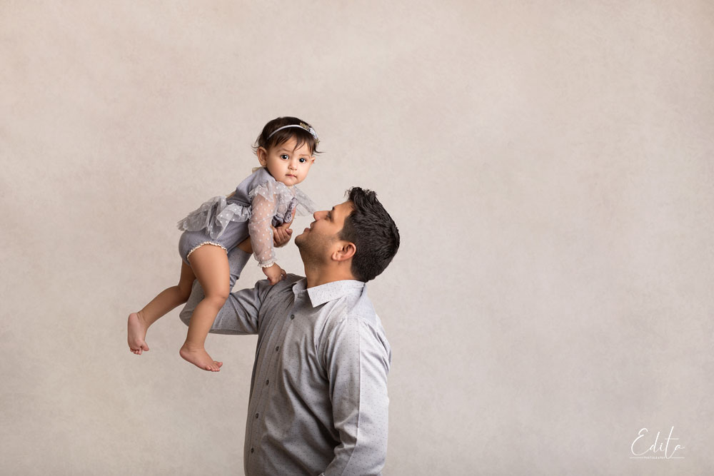 Indian dad with baby girl photoshoot in Pune