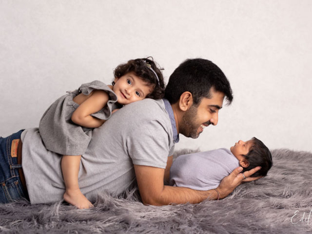 Father with 2 kids photo in Pune