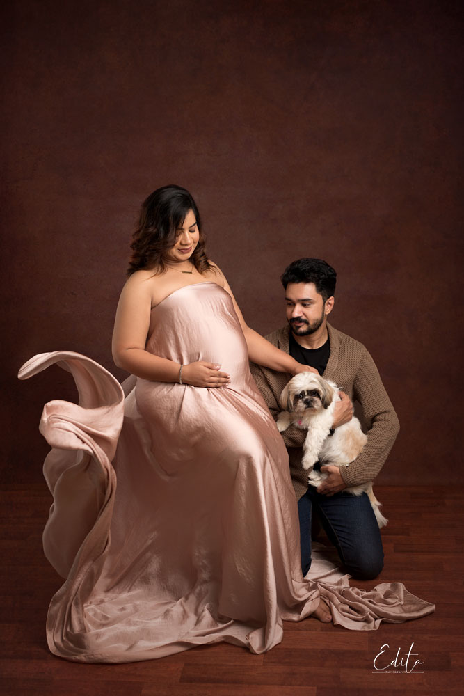 Maternity photography in Pune with pet dog