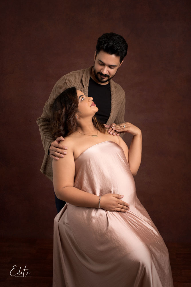 Maternity photoshoot in Pune fabric tossing