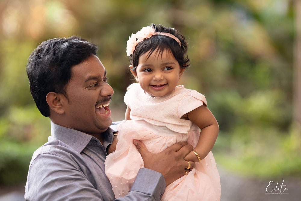 Indian dad and baby daughter photo shoot in Pune