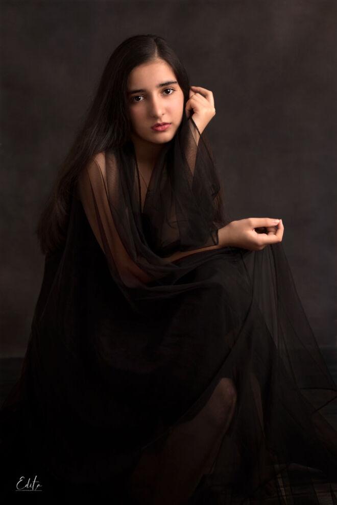 Children photo shoot in Pune, fine art 12 years girl photo in black dress