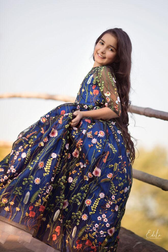 Children photo shoot near Pashan lake in Pune, girl in blue princess dress
