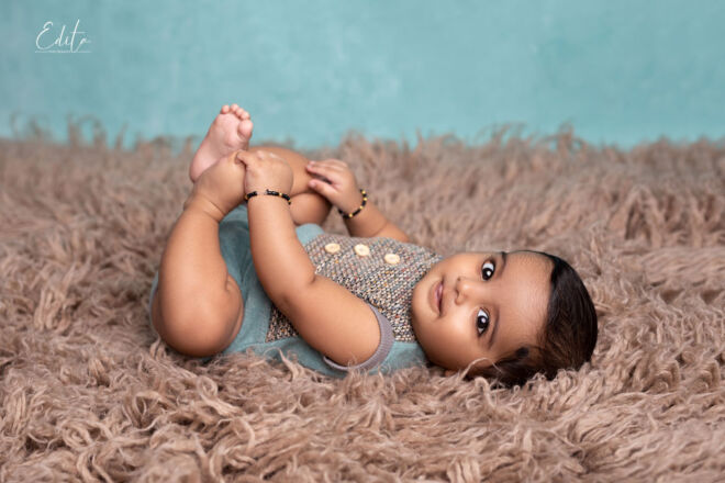 Baby photo shoot holding his legs