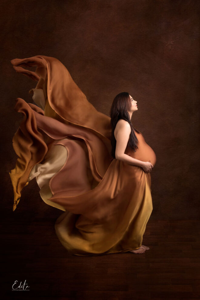 Maternity photo shoot fabric tossing in Pune by Edita photography