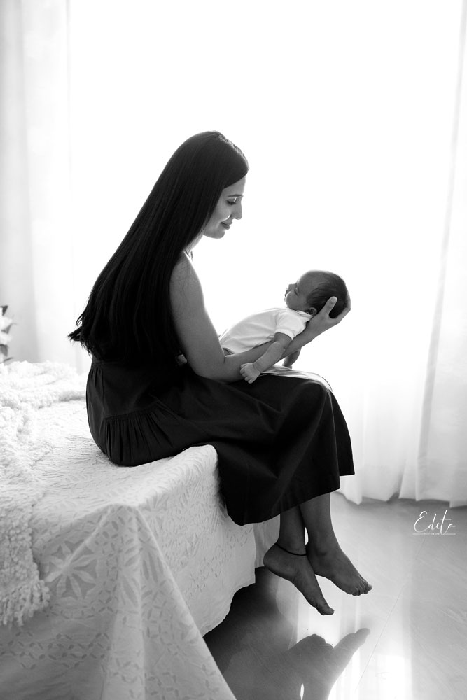 Black and white backlit mom and baby photo by Edita