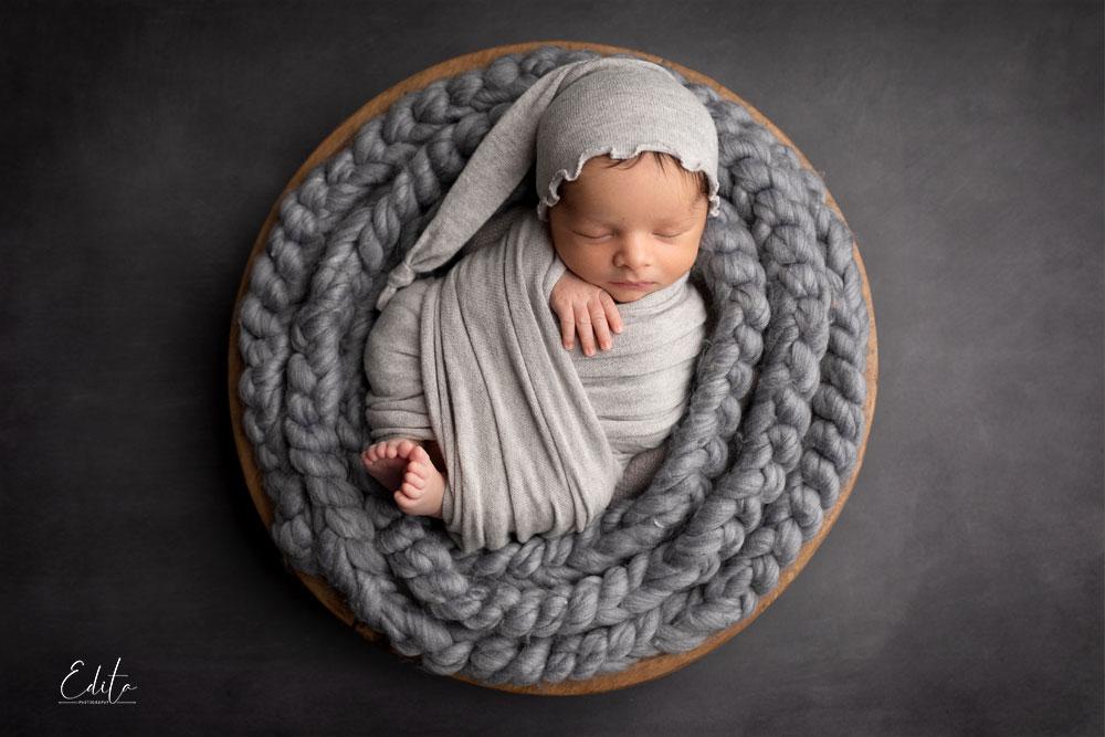 15 days baby photography in grey round basket