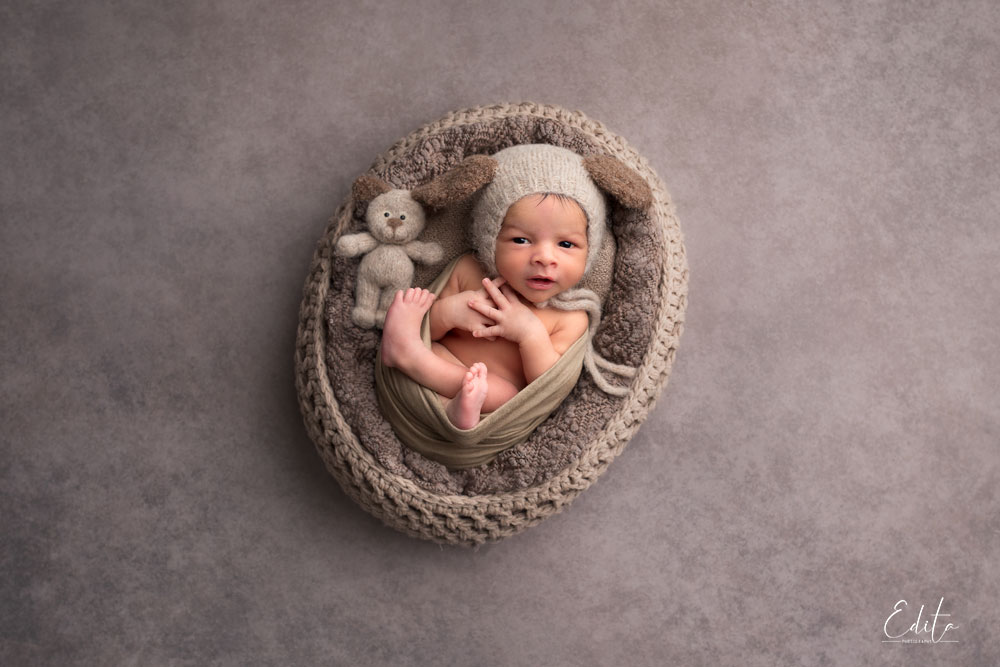 15 days baby photography in knitted brown basket