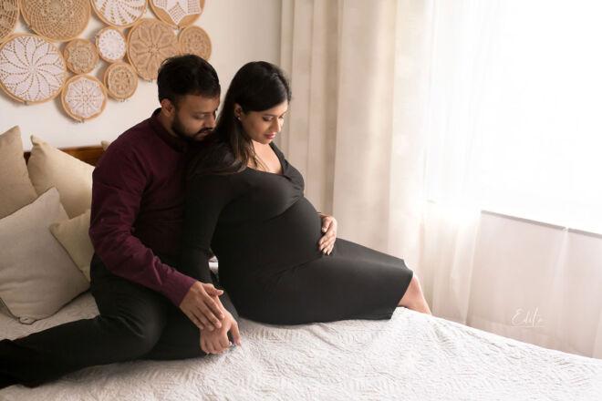 Lifestyle couple maternity photo shoot