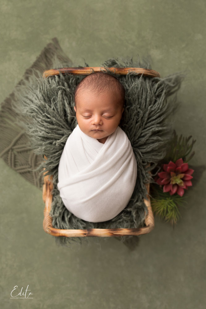 inspiring baby boys newborn photos in bed with white wrap on green background